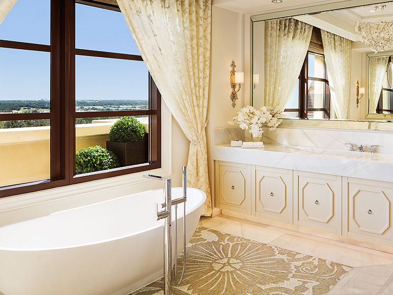 Luxury bathtubs, soaker tubs, air spas and basins for hotels and lodges