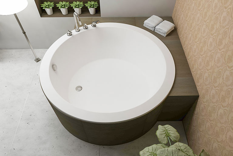 Small round freestanding bathtub